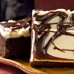 Свеча Village Candle Шоколадный брауни  (время горения до 25ч)