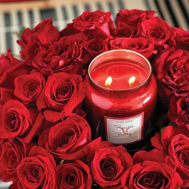 Свеча Village Candle Розы и ягоды   (время горения до 105ч)