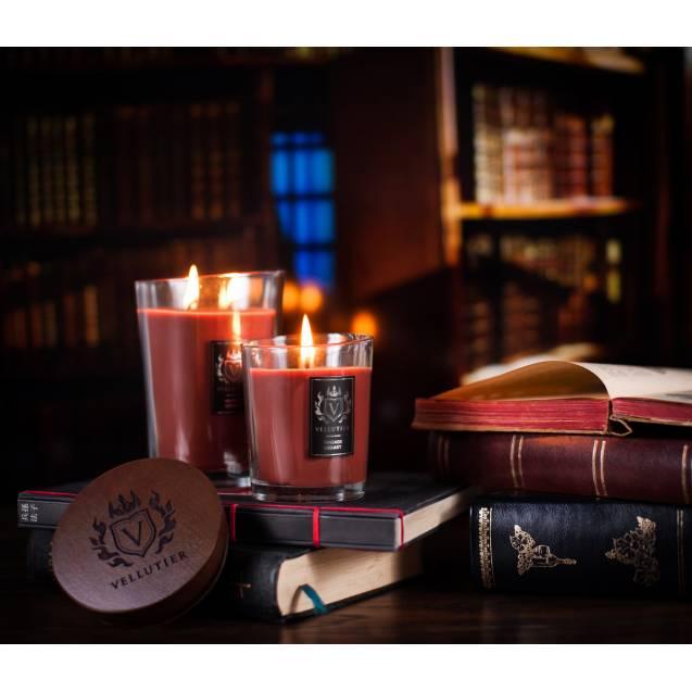 Свеча Vellutier Винтажная библиотека 225 г (M)